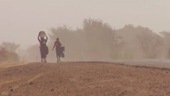 Pic_African Womwn in Dry Landscape